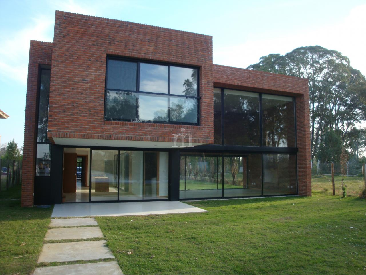 Parque miramar casa estilo minimalista a estrenar for Casa minimalista uruguay