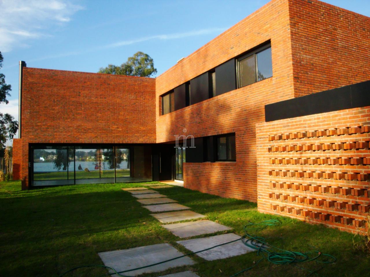 Parque miramar casa estilo minimalista a estrenar for Casa minimalista uy
