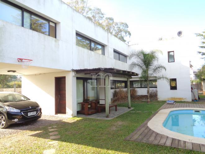 Parque miramar casa minimalista en parque miramar for Casa minimalista uy